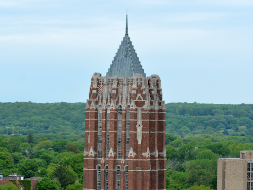 Yal'e CTL works with the GSAS for the Associates in Teaching Program. An image of the GSAS tower with West Rock.