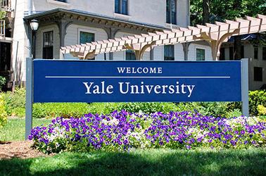 A sign on campus welcomes visitors to Yale